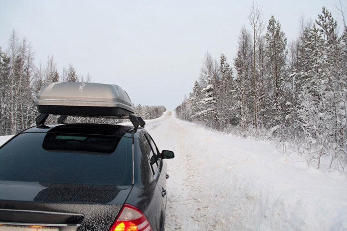 Jak bezpiecznie przewozić narty? Wybieramy bagażnik