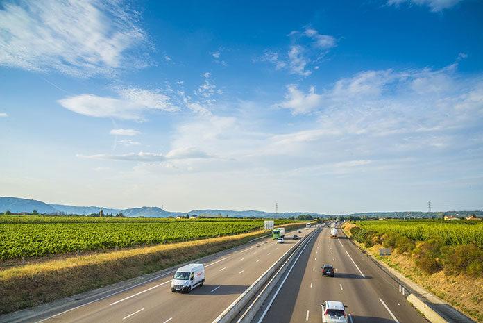 Jakie są najważniejsze funkcje systemów monitoringu pojazdów